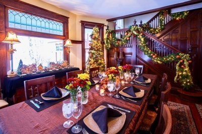 Sherwood Forest B&B dining room in holiday colors.