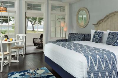 Sandpiper room at Hotel Saugatuck