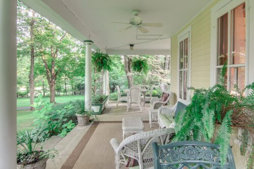Spacious porch at Bellaire B&B