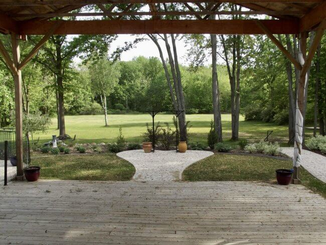 View of the grounds at Oak Creek Lodge