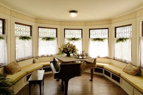Piano at Wellington Inn