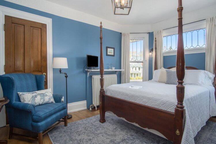 The Carpenter Room at Lamplighter B&B of Ludington